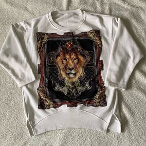 White 3/4 length sleeve Lion patch sweatshirt